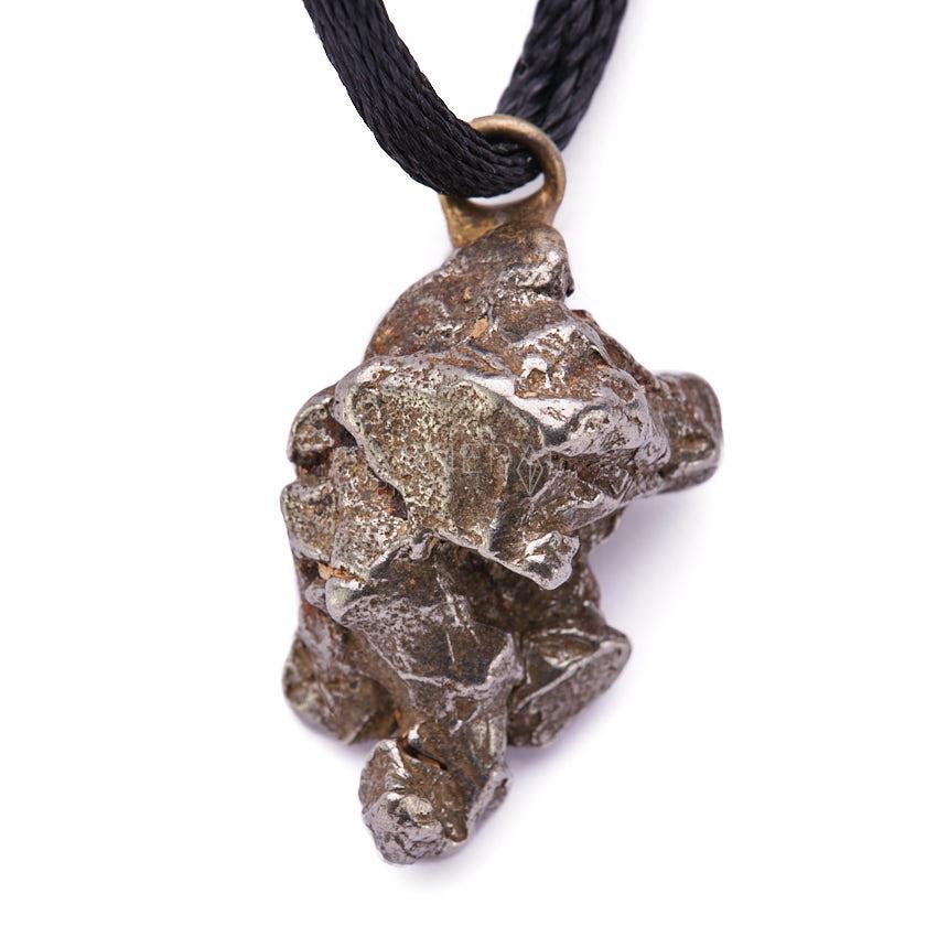 colgante fabricado con meteorito metalico campo del cielo